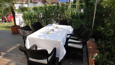 Gartengesaltungsidee für Terrassenbepflanzung mit Gräsern